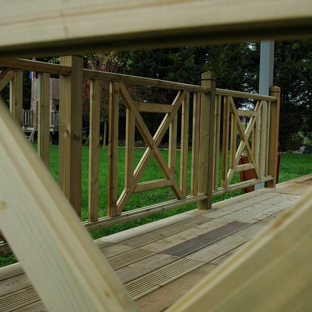 Croix st andr en pin garde corps en bois deck linea for Comgarde corps en bois pour balcon