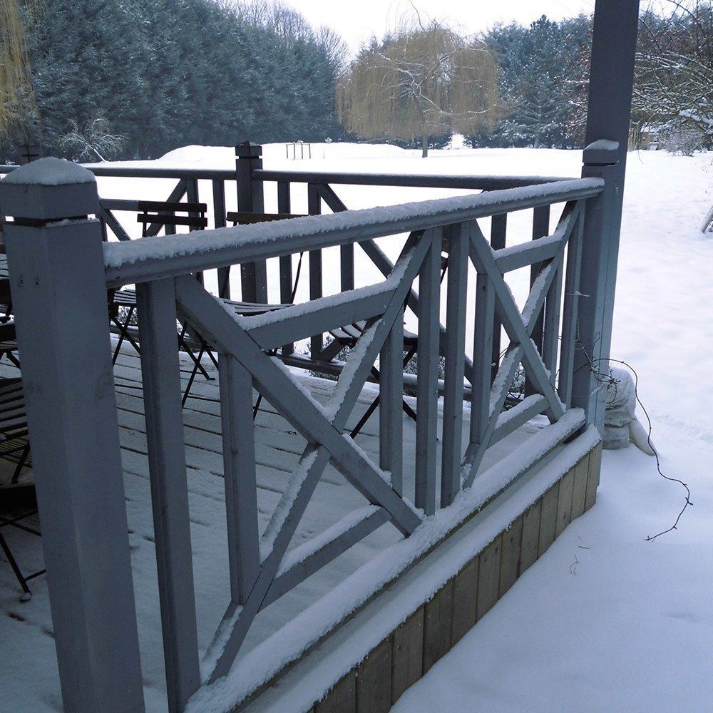 Balustre droit en pin garde corps en bois deck linea for Balustres bois exterieur