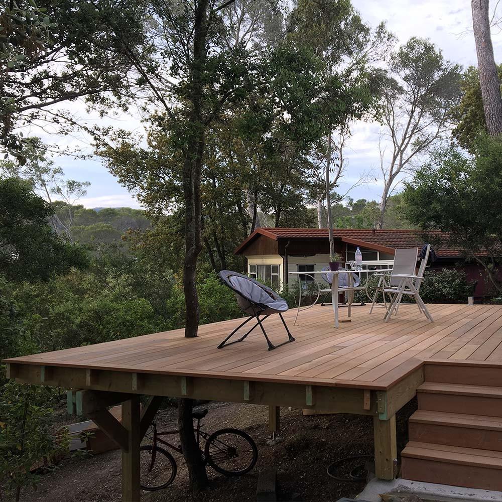 structure de terrasse sur lev e sur poteau 120x120mm. Black Bedroom Furniture Sets. Home Design Ideas
